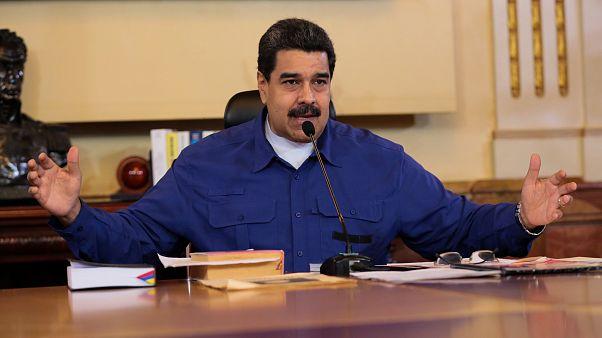 رییس جمهوری ونزوئلا: همه پرسی قانون اساسی برگزار می کنیم