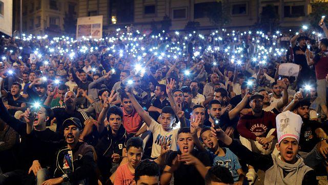Fas'ta hükümet karşıtları geceyi sokakta geçirdi