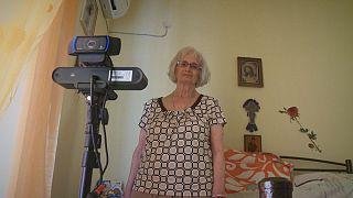 Görög robot figyeli az idősek mozgását