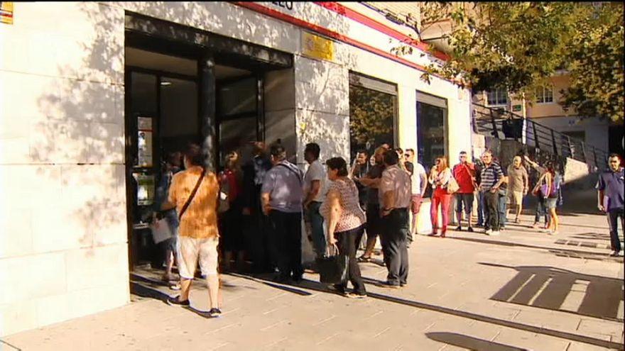El paro baja en España