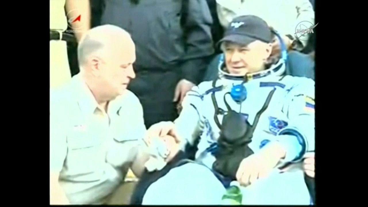 رائدا فضاء روسي وفرنسي  يعودان إلى الأرض