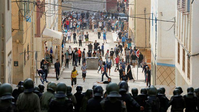 اشتباكات بين محتجين و الشرطة في بلدة إمزورين قرب الحسيمة