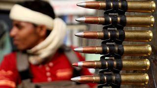 مقتل العشرات في معارك ضارية للسيطرة على القصر الرئاسي في تعز