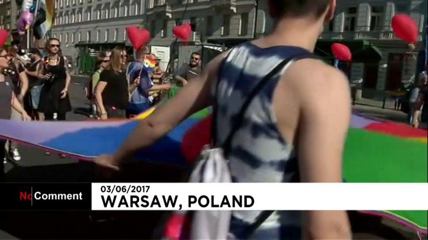 Marcha da igualdade desafia governo conservador polaco