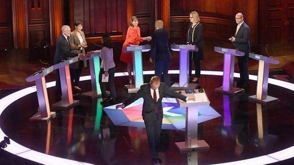 الاحزاب البريطانية تعلق حملاتها الانتخابية