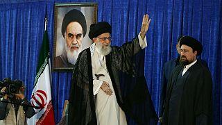 رهبر ایران: رییس جمهور آمریکا در کنار رئیس نظام قبیلهای رقص شمشیر می کند