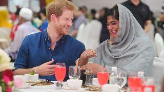 الأمير هاري يشارك المسلمين إفطارهم