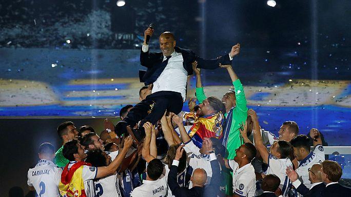 Madrid Şamyonlar Ligi zaferini kutluyor