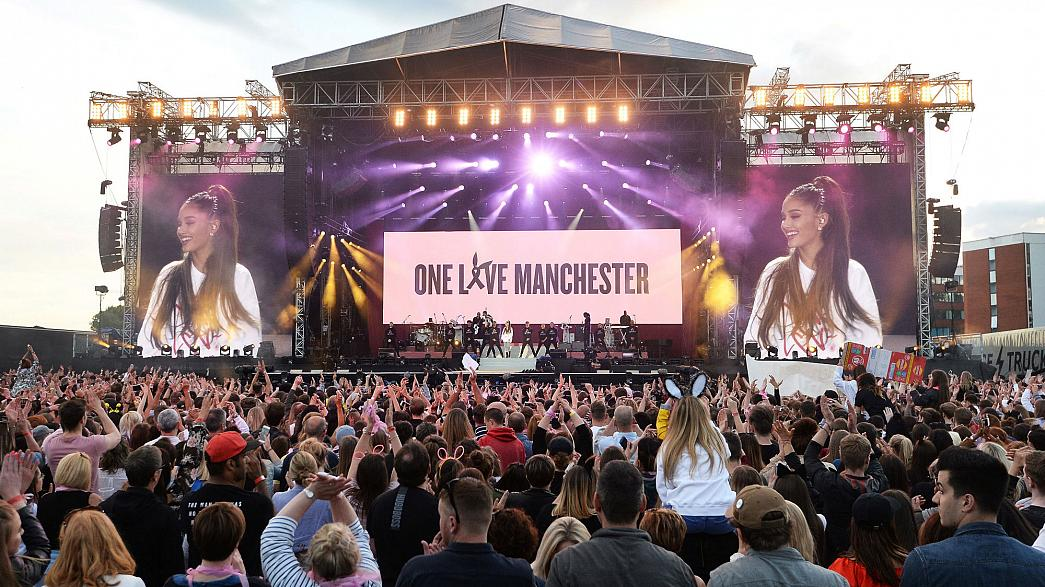 Ариана Гранде вновь выступила в Манчестере