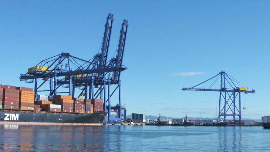 Huelga de ocho días en los puertos españoles