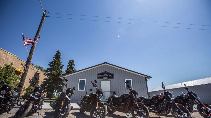 Η αμερικανική πόλη που όλοι οι κάτοικοι οδηγούν Harley