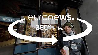 """""""اكافح من أجل ابني"""": فيديو 360 درجة، صورة عامل شارع روماني"""