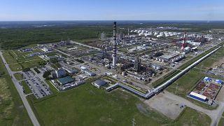 ارتفاع اسعار النفط بنسبة واحد بالمئة بسبب أزمة قطر