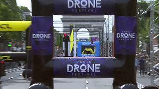 Course de drones sur les Champs-Élysées