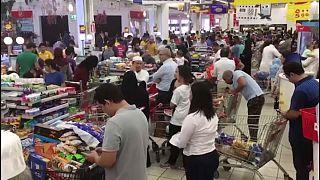 رفوف متاجر تخلو من المواد الأساسية في قطر