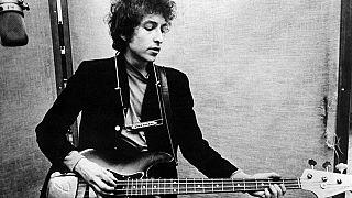 Dylan entrega el discurso del Nobel y cobrará el cheque