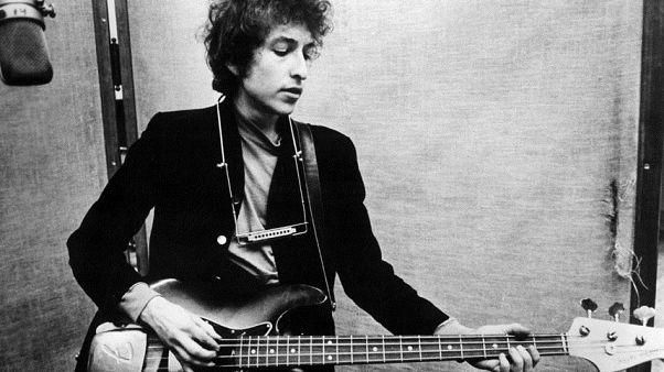 Bob Dylan faz palestra que lhe garante o Prémio Nobel da Literatura