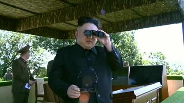 الزعيم كيم جون أون يحضر مسابقة للقوات الجوية