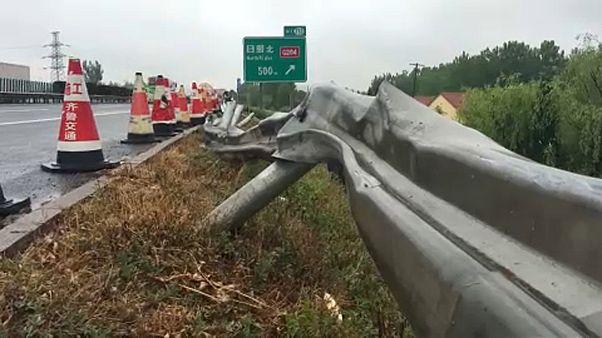 30-an meghaltak egy buszbalesetben Kínában