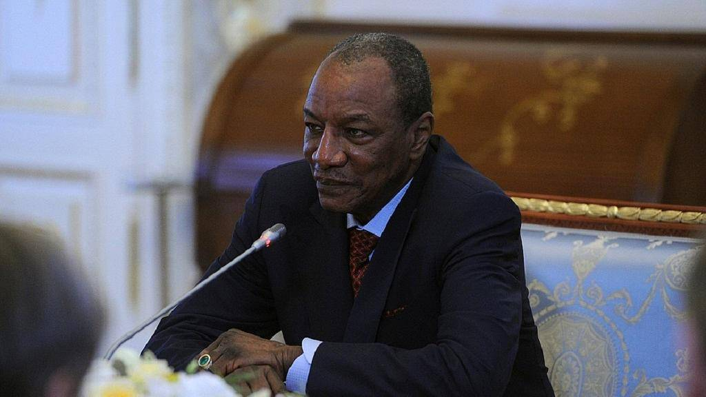 Guinée: calmé, Alpha condé revient sur le projet «Un étudiant, une tablette»