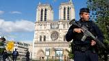 Paris'te çekiçli saldırgan paniği