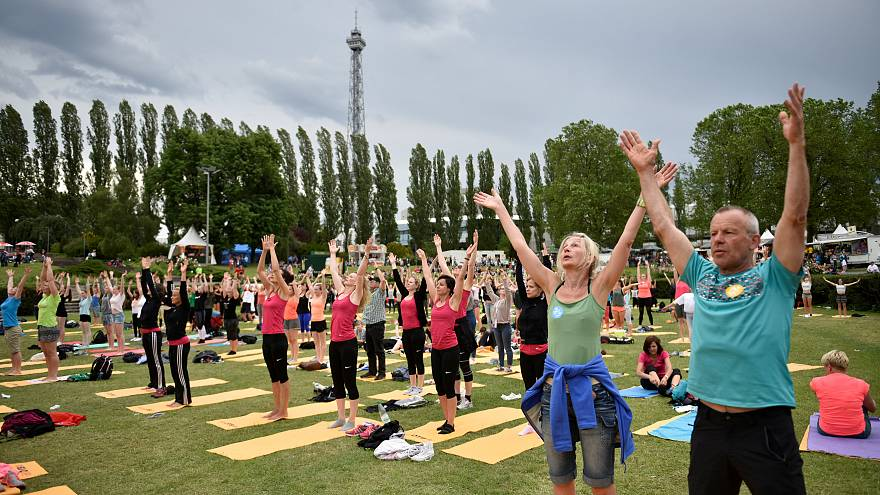 Mit Merkel und Yoga: 55.000 in Berlin beim Turnfest
