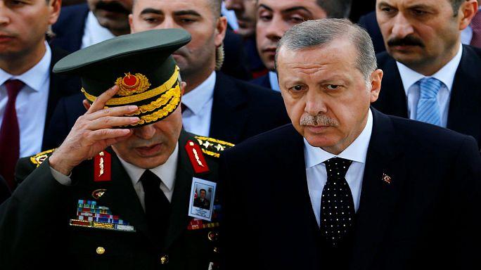 Detenido por golpismo el responsable de AI en Turquía