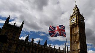 Досрочные выборы в Британии: тори ждут победы