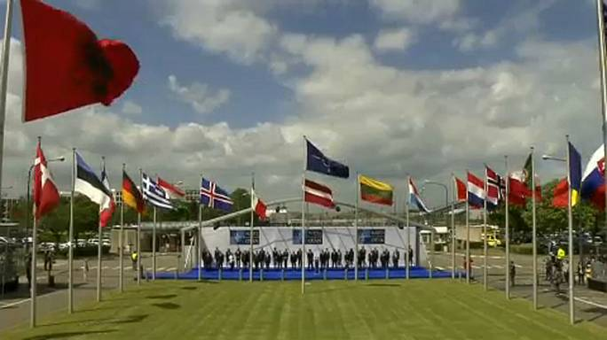 Флаги Черногории -  над штаб-квартирами НАТО