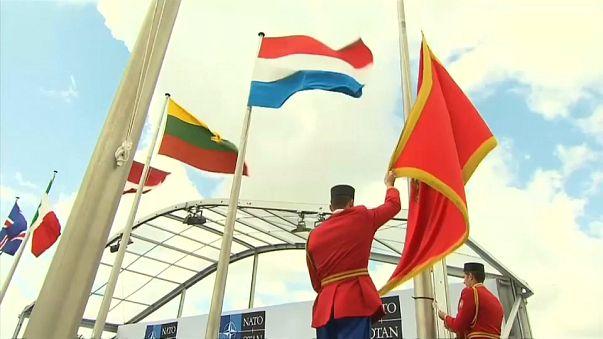 NATO: Bandeira de Montenegro hasteada