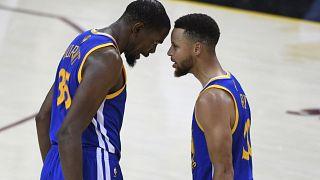 NBA : les Warriors se rapprochent du titre