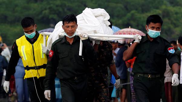 Localizados los primeros cadáveres del avión caído en Birmania