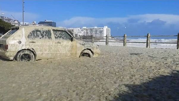 {Watch} Sea foam invades Cape Town coast