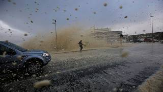 شاهد .. كيف اجتاحت العاصفة منطقة جنوب إفريقيا
