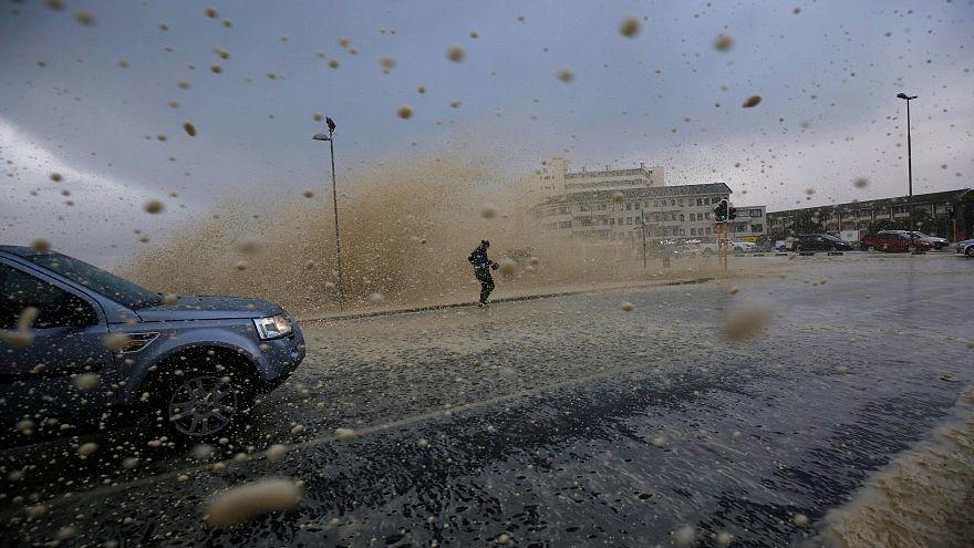 На Западный Кейп обрушился сильнейший шторм