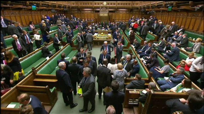 Un parlement pris en otage, que vont faire les Britanniques ?