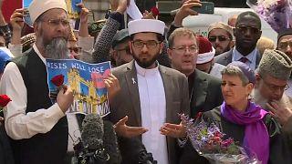 Londra'da toplanan imamlar terörü lanetledi