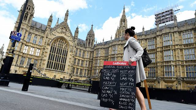 Gamblers backing Conservatives above Labour in UK election