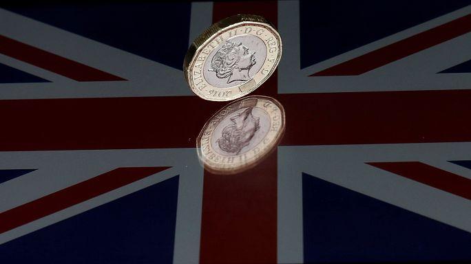 Nach erstem Wahlschreck: Britisches Pfund fällt stark