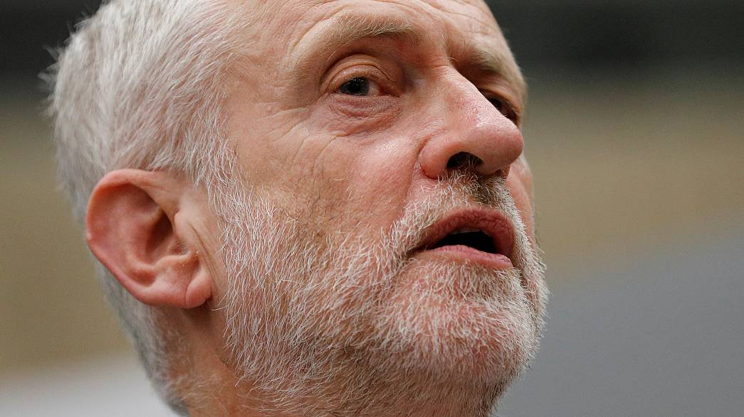 "Corbyn: ""May mondjon le!"""