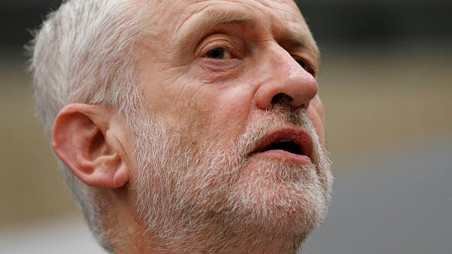 Jeremy Corbyn appelle Theresa May à démissionner