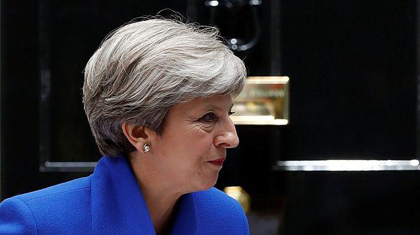 Theresa May comunica a la reina Isabel II su intención de formar Gobierno pese a no haber logrado la mayoría
