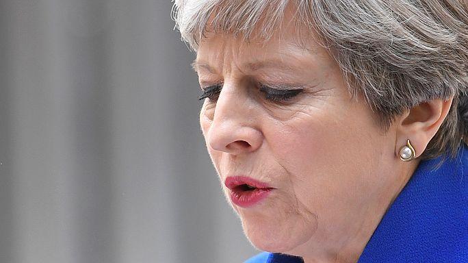 Başbakan May hükümeti kurmak için kolları sıvadı