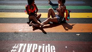 Eşcinseller Tel Aviv caddelerinde yürüdü