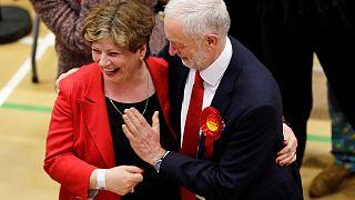 Virales Video: Wenn der Schlag von Jeremy Corbyn (68) gründlich danebengeht