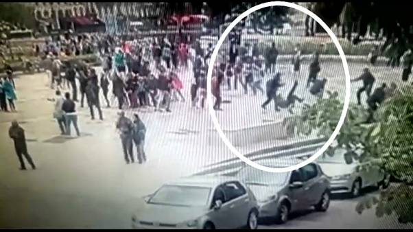 Paris'te polise çekiçle saldıran zanlı hakim karşısında