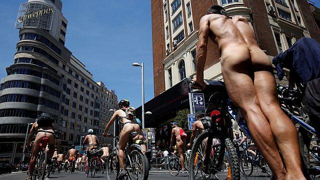 Madrid: des cyclistes nus manifestent pour leur sécurité