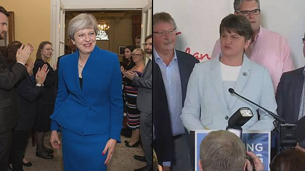 """Regno Unito: Destra Unionista accorda """"mayday"""" alla Premier"""
