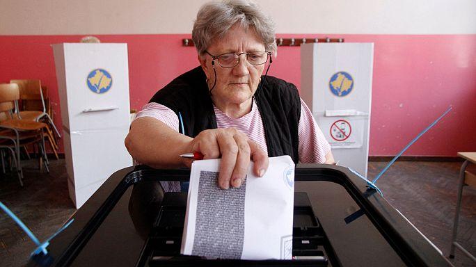 Kosova'da halk yeni parlamento için sandık başında