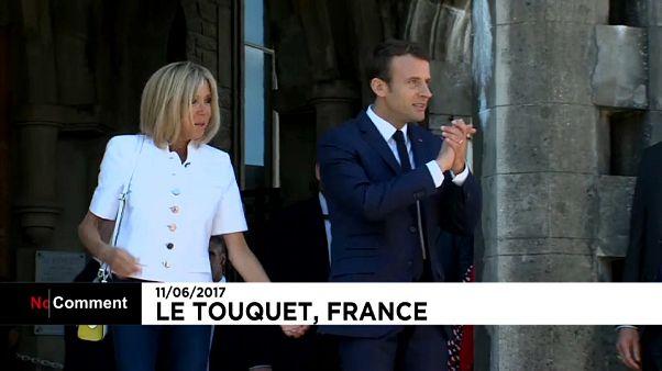 Fransa Cumhurbaşkanı Macron ve eşi oyunu kullandı